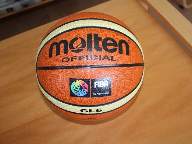 Míč pro mistrovství světa v basketbalu žen U17 v Klatovech a v Plzni.