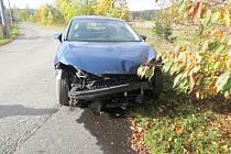 Opilý řidič ujel od nehody u Lomce.