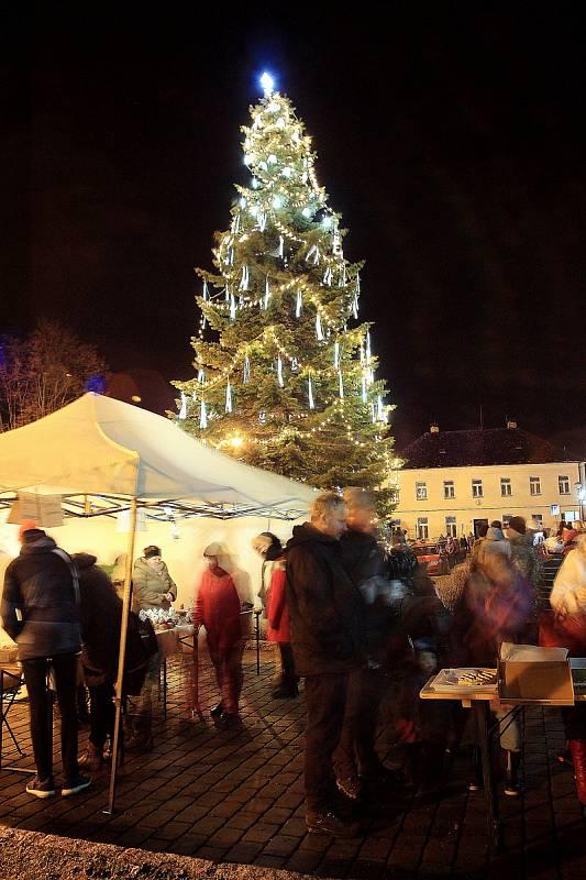 Rozsvícení vánočního stromu ve Švihově.