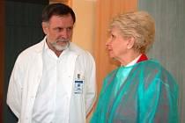 rimář chirurgie Klatovské nemocnice Jaromír Vondrů v rozhovoru s krajskou hejtmankou Miladou Emmerovou.