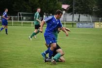 Fotbalisté TJ Sušice (na archivním snímku hráči v modrých dresech) deklasovali na domácím trávníku Bělou nad Radbuzou 6:2.