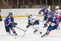 II. liga: SHC Klatovy (v bílém) - HC Řisuty 1:3.