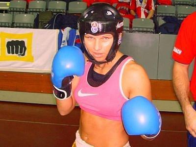 Kickboxerka Alena Holá na své pouti za evropským bronzem v Portugalsku.