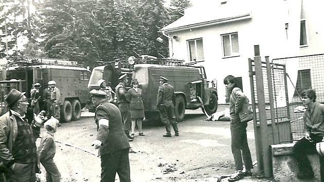 Hasičské cvičení v Újezdci v roce 1960.