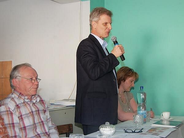 Zastupitelstvo v Maňovicích, zprava zástupce ředitele a vedoucí oddělení přípravy hlubinného úložiště  SÚRAO Jiří Slovák
