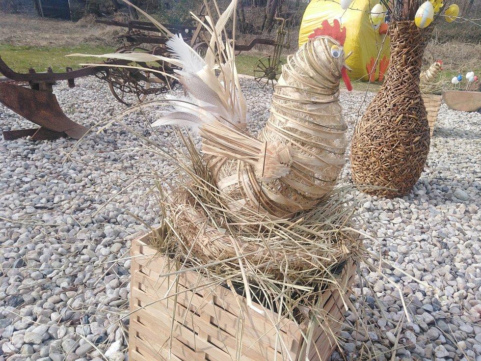 Velikonoční náves ve Msticích.