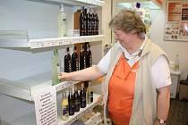 Zákaz prodeje alkoholu vyklidil regály v obchodech