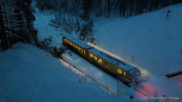 Vlak najel uHojsovy Stráže do stromu.