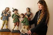 Betlémové figury ze starého kašperskohorského betlému zapůjčené do expozice Muzea Šumavy v Kašperských Horách.
