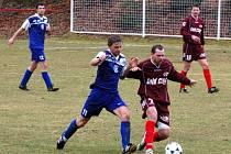 Fotbalisté Chanosu Chanovice (červené dresy) porazili v nedělním utkání přeboru Plzeňského kraje mužů své hosty z Přeštic 2:0