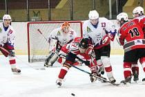 Klatovy B (bílé dresy) porazily tým HC Pubec Plzeň 7:2
