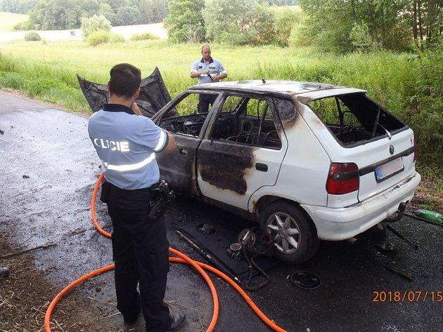 Požár vozidla na Klatovsku.  Foto: HZS