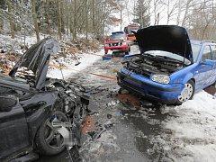 Střet dvou aut nedaleko Nýrska.