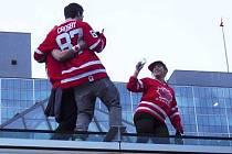 V ulicích i na střechách slavili kanadští fanoušci olympijské zlato svých hokejistů