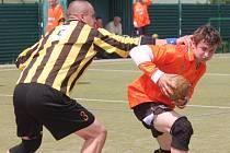 Národní házená, II. liga mužů: Vřeskovice (v oranžovém) - Záluží 19:25.