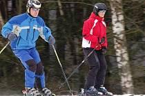 Ani deštivé počasí na Štědrý den některé lyžaře neodradilo (snímek je ze Špičáku).