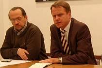 Ředitel Správy NP Šumava František Krejčí (vlevo) a ministr životního prostředí Martin Bursík