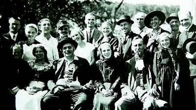 """Ochotnický spolek """"Vlastimil"""" v Rabí ve třicátých letech dvacátého století."""