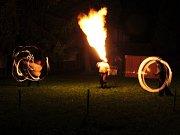 Muzejní noc vyvrcholila ohnivou show