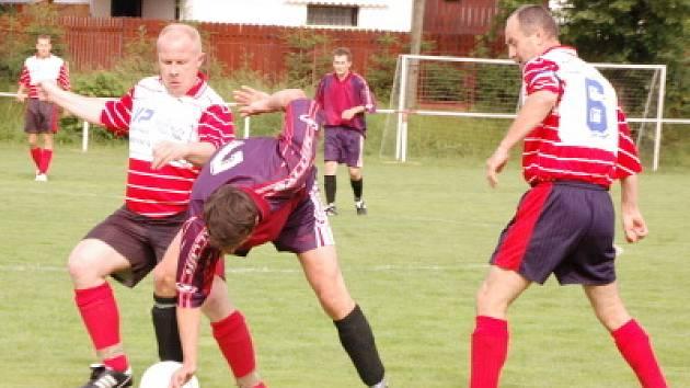 Fotbalisté Mochtína B  ve svém předspoledním vystoupení ve III. třídě doma porazili Kolinec 3:2.