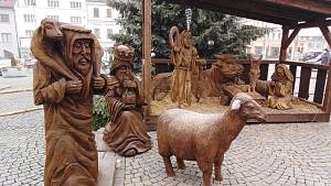 Lidé obdivují rozšířený betlém v Klatovech