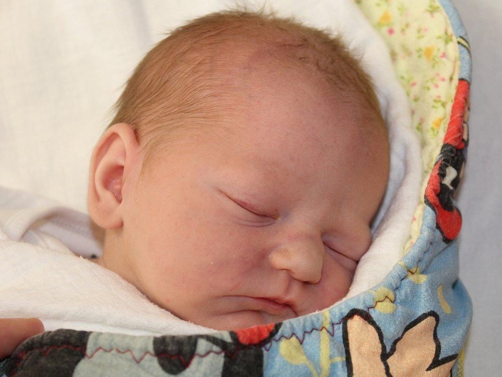 Ema Moravcová z Klatov (3070 g, 47 cm) se narodila v klatovské porodnici 29. června v 18.56 hodin. Rodiče Nina a Josef přivítali očekávanou dceru na světě společně. Na sestřičku se doma těší Anička (4).