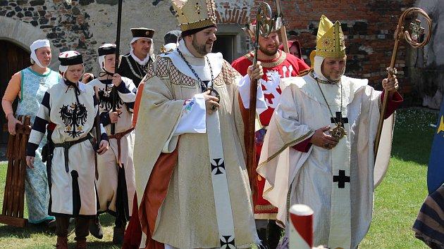 Historické skupiny na hradě Švihov.