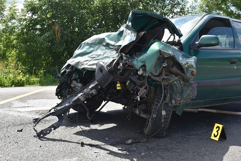Nehoda u Zavlekova, při níž se zranilo šest lidí.