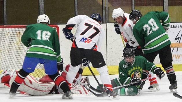 Šumavská liga amatérského hokeje 2017/2018: Tango (bílé dresy) - Tomahawks 2:4