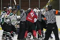 2. liga 2016/2017: SHC Klatovy (červené dresy) - HC Draci Bílina 4:2