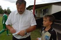 Podpis slavné české fotbalové legendy Antonína Panenky si odvážel Jirka Motl z Horažďovic