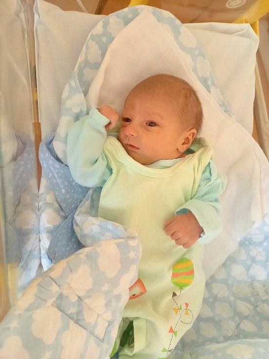 Tomáš Basakin se narodil 24. května 2021 ve 21:17 v domažlické porodnici mamince Lence a tatínkovi Tomášovi ze Kdyně. Vážil 2940 g a měřil 47 cm. Doma se na brášku těšil 2,5letý Péťa.