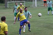 Velhartice (na archivním snímku hráči v zelenobílých dresech) utrpěly debakl. Naopak Velké Hydčice (ve žlutém) porazily Žichovice 2:0.