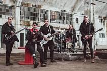 Zpěvák Adys s kapelou a Martinem Rotou.