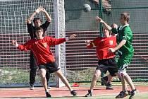 Házenkáři vřeskovického béčka (v červených dresech) si připsali do tabulky oblastní soutěže mužů I. třídy body za domácí výhru 20:16 nad týmem Litohlavy B.