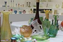 V pavilonu skla v Klatovech čistí veškeré sklo.