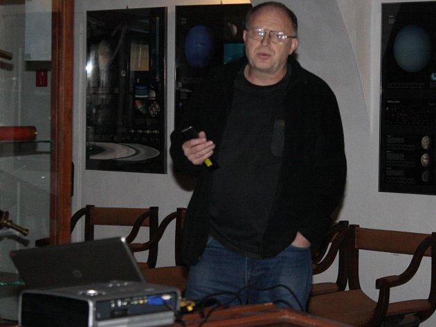 Ředital hvězdárny a planetária v Plzni Lumír Honzík.