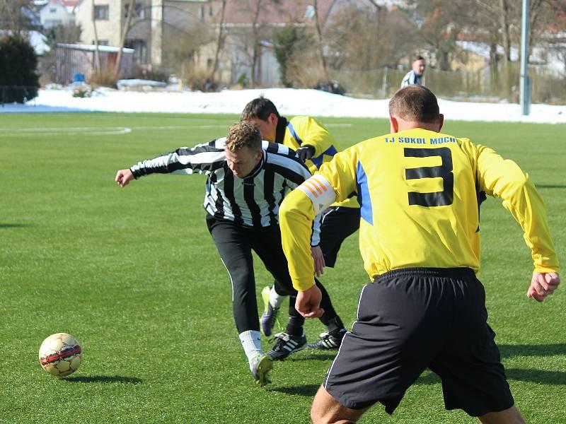 Fotbalisté TJ Sokol Mochtín (na archivním snímku hráči ve žlutých dresech) smetli ve víkendovém zápase 8. kola krajské I. A třídy TJ Start Luby vysoko 6:0.