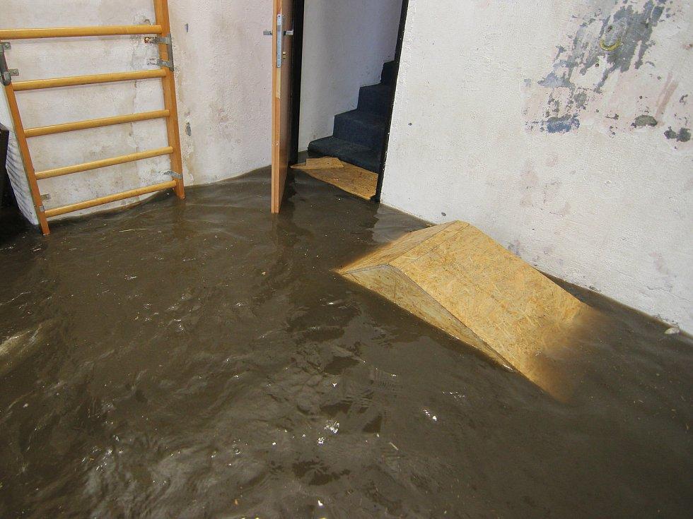 Parkourová hala v Klatovech byla zaplavena vodou.