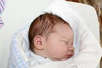 Dominik Jiroušek ze Kdyně se narodil v klatovské porodnici 29. června v 01:18 hodin (3640 g, 53 cm). Pohlaví svého druhorozeného miminka věděli rodiče Alena a Jaroslav dopředu. Doma se na brášku těší Natálka (3,5).