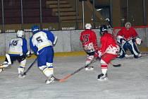Mladší žáci HC Klatovy těsně 4:3 porazili v utkání jihočeské hokejové ligy své hosty z Veselí nad Lužnicí.