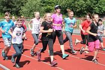 """Děti z """"Tolsťáku"""" si popovídaly i zacvičily s olympioničkou Evou Samkovou."""