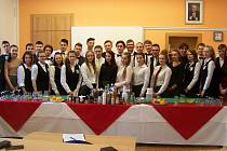 Účastníci barmanského kurzu v Klatovech.