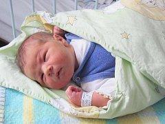 Tomáš Kopečný z Kalu se narodil v klatovské porodnici 13. února. Vážil 4140 gramů a měřil 51 cm. Rodiče Jana a Michal přivítali očekávaného syna na porodním sále společně.  Brášku přinesou domů Terezce (3,5).