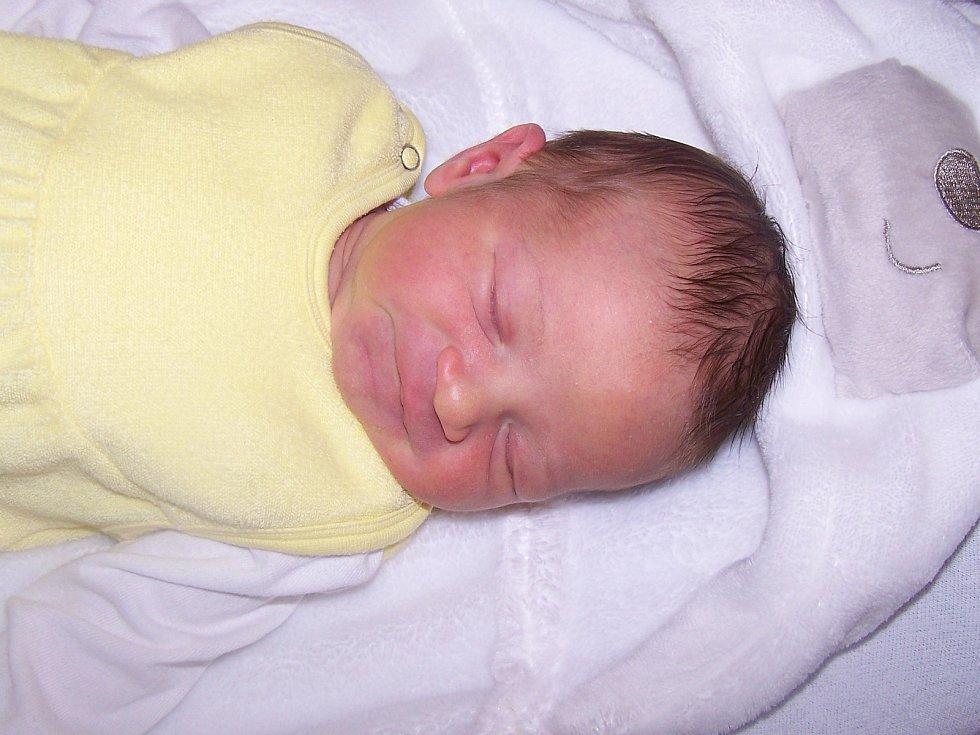 Patrik Klásek z Olšan (3970 g, 54 cm) se narodil v klatovské porodnici 3. listopadu v 7.23 hodin. Rodiče Michaela a Jan přivítali očekávaného syna společně na svět. Z brášky má radost i Nely (3 roky).