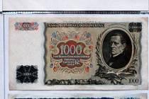 Unikátem na výstavě je kompletní sbírka bankovek.