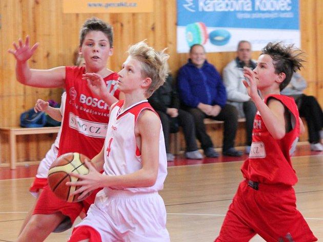 Liga mladších žáků U14: Klatovy (bílé dresy) - České Budějovice 142:28