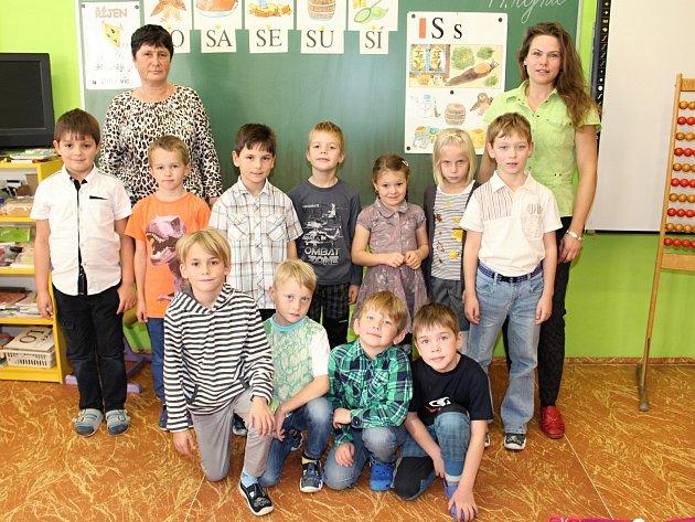 Prvňáci ze ZŠ Dlouhá Ves.