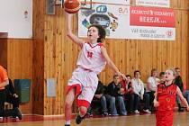 Liga mladších žaček U14: BK Klatovy (v bílém) - B. Jablonec n/N 64:22.