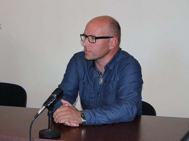 Viktor Kopecký u klatovského soudu.